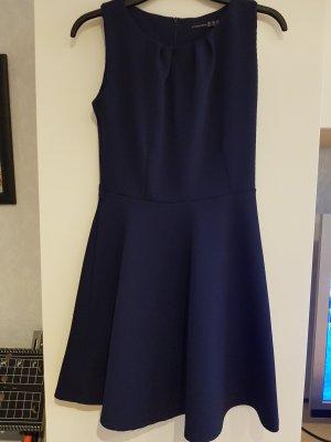 Kleid A-Linie Taille Falten