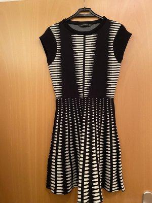 Zara Sukienka ze stretchu biały-czarny