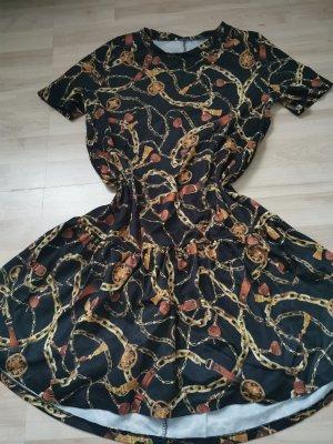 Sukienka z baskinką czarny