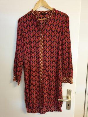 Kleid aus dünnem Stoff