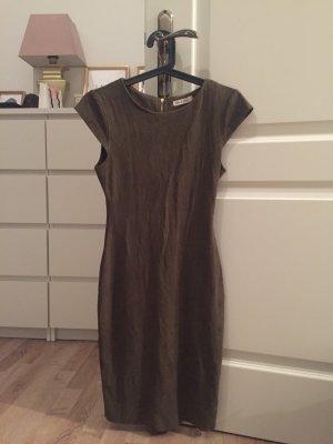 Kleid aus einem Leder Imitat