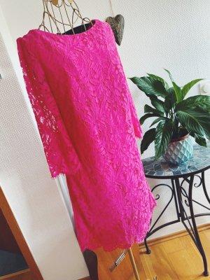 Kleid aus Spitze in pink