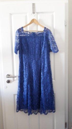 Kleid aus Spitze mit hübschem Ausschnitt / Kragen