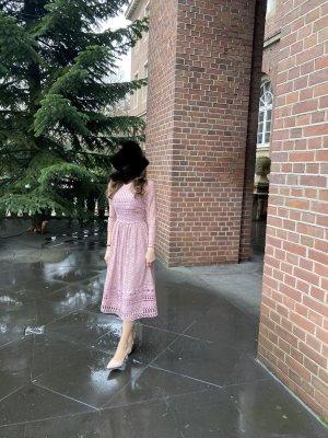 Kleid aus spitze / rosa