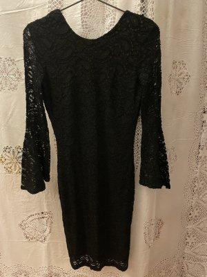 Kleid aus Spitze rückenfrei
