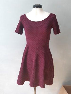 Kleid aus Struktustoff