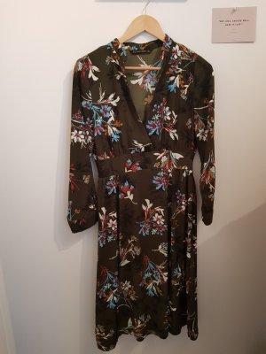 Kleid / Blumenmuster / Midi / Beinschlitz