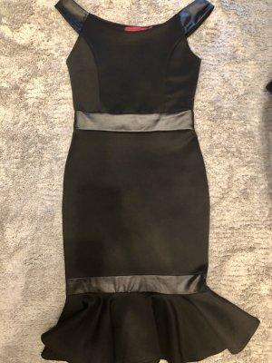 Kleid Boohoo Schößchen