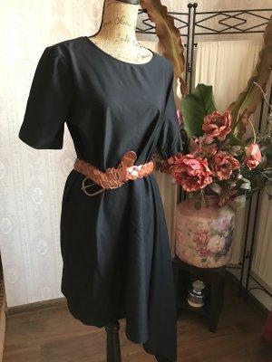 COS Robe à manches courtes noir