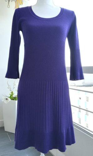 Kleid, dunkel violett, Gr. M, 3/4 Ärmel, 85 cm lang, tailliert, Viskose