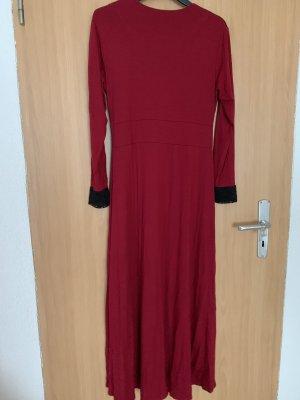 Vestido de tela de jersey negro-rojo oscuro