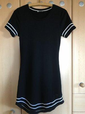 Kleid eng anliegend mit Streifen