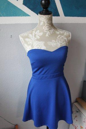 Kleid für den heißen Sommer in Blau