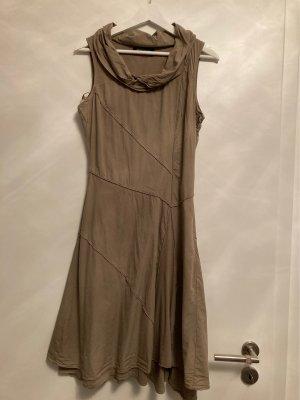 Kleid für Winter und Sommer