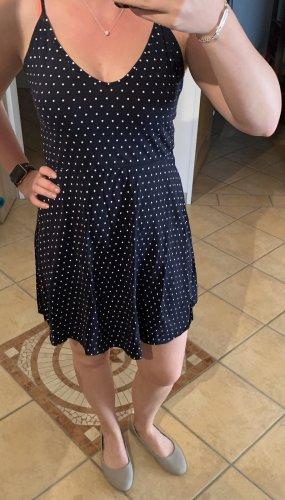 Kleid *gepunktet*
