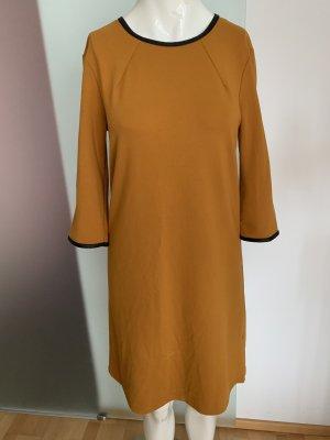 Sukienka ze stretchu ciemny pomarańcz