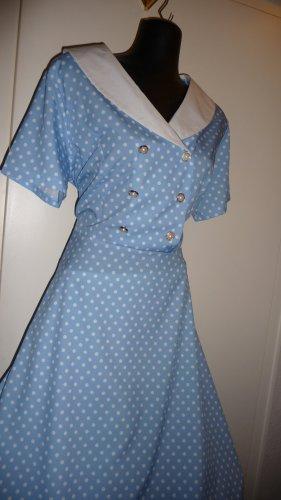 Sukienka z halką baby blue-biały