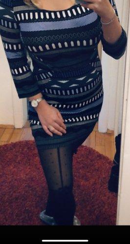 Kleid im Ethno Muster