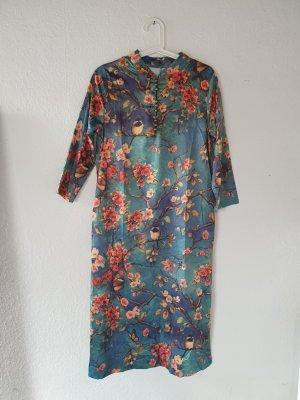 Kleid im japanischen Stil mit Sakura-Muster