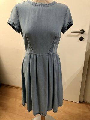 Kleid im Jeanslook kurzärmlig in schönem Blau