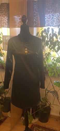Kleid im Lederoptik