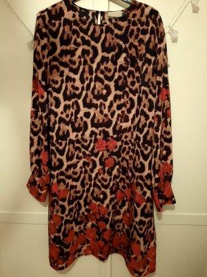 Kleid im Leo-print
