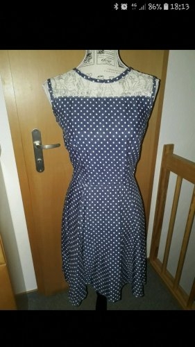 kleid im pin up Style