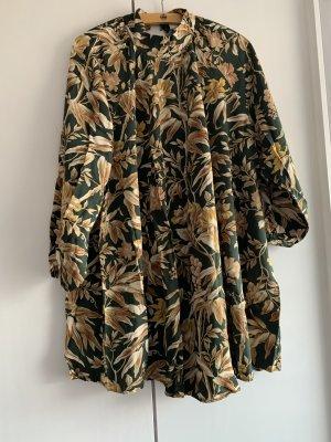 Kleid im schönem Muster