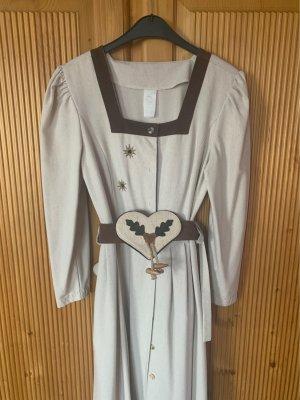 Kleid im Trachtenstil