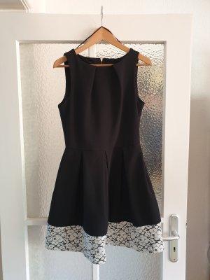 Kleid in A-Linie mit Spitzenborte Retro-Look
