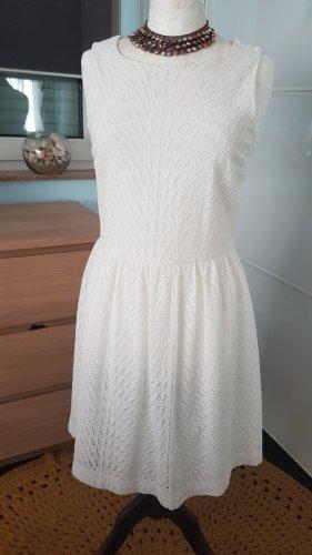 Kleid in A-Linie mit zarter Lochspitze More & More