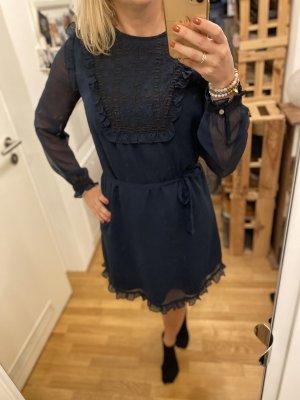 Kleid in blau von scotch & soda.