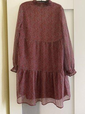 Kleid in Bordeaux