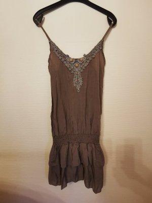 Kleid in braun/khaki