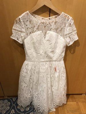 Kleid in Gr.36/38 von Chi Chi London in Weiß / Spitze , neu .