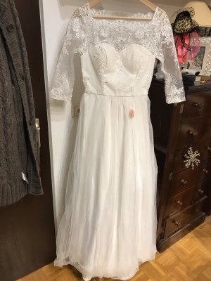 Chi Chi London Wedding Dress white