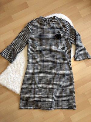 Kleid in Hahnentrittmuster von H&M