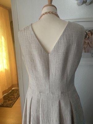 Kleid in helltaupe Größe 38