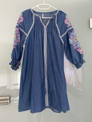 Kleid in Jeansoptik mit Stickapplikationen Gr. S/M