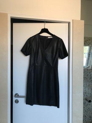 Kleid in Lederoptik