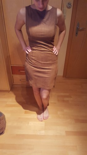 Kleid in Raulederoptik
