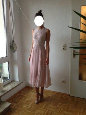 Kleid in rose für besondere Anlässe