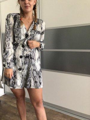 Kleid in Schlangenmuster von Zara