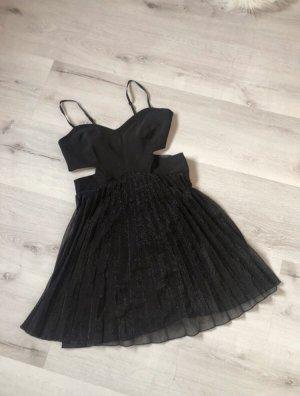Kleid in schwarz Bershka