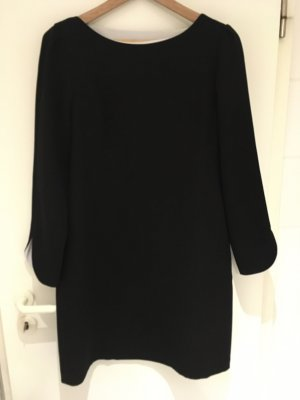 Kleid in schwarz mit U-Boot-Ausschnitt von ZARA in Größe 40 (L)
