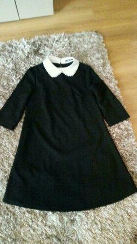 Kleid in Schwarz mit weißem Kragen und Perlen Gr. XS. Gesamtlänge ca. 82 cm.