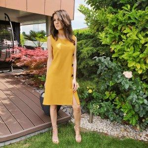 Kleid in Trendfarbe Orange, leichte A-Line Form, Businesskleid, Etuikleid, Rinascimento, Italienische Mode