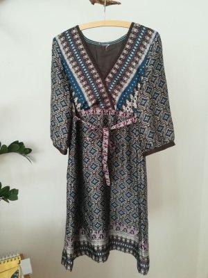 Kleid längere Ärmel, schön gemustert