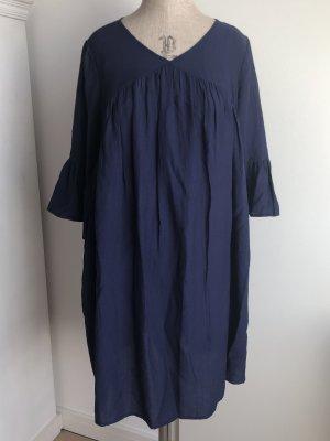 Kleid leger geschnitten