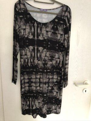Kleid leicht tailliert und figurnah